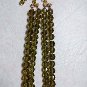 """Jewelry - Vtg green faceted glass bead necklace 14 """" - 15"""""""